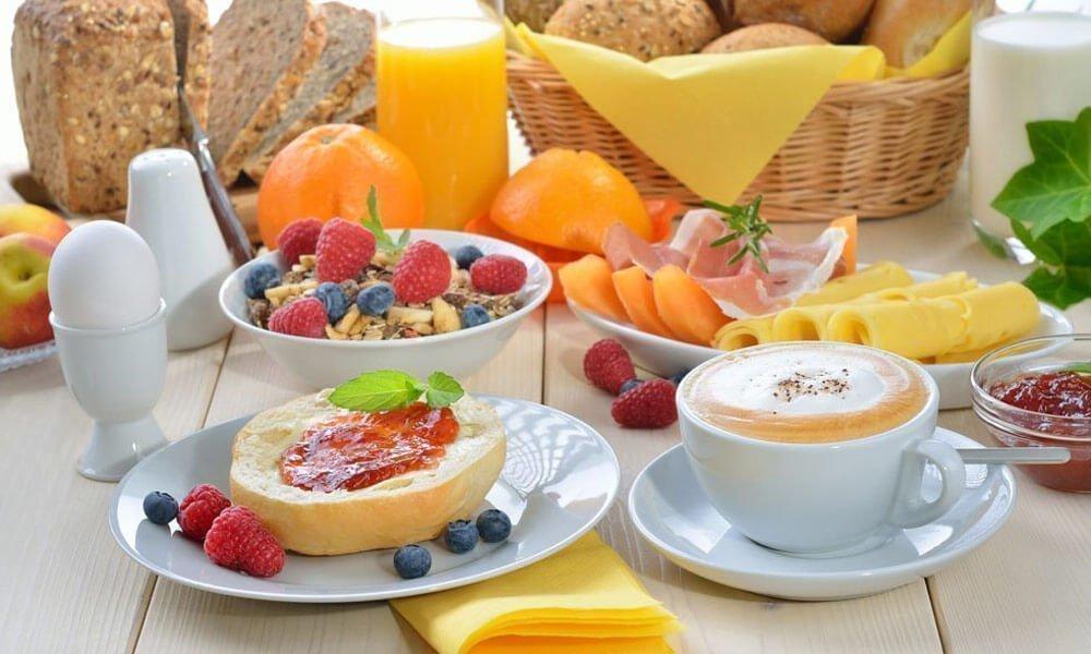 Reichhaltiges Frühstücksbuffet – Bed and Breakfast in Südtirol